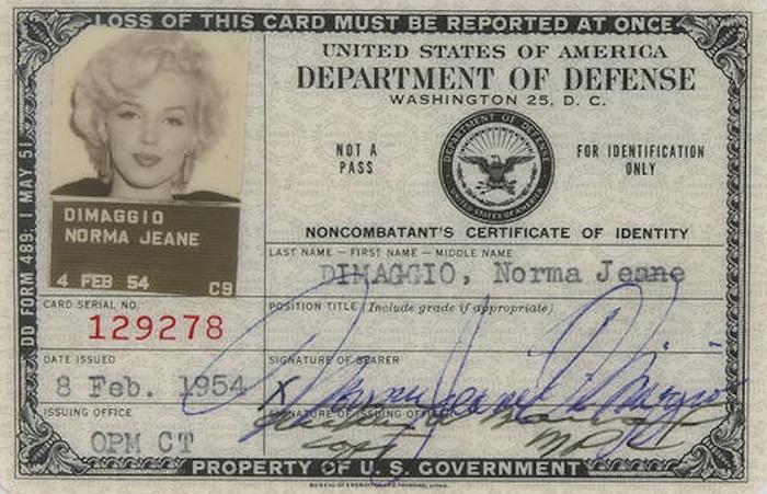 Паспорт Нормы Джин Ди Маджо, известной под псевдонимом Мэрилин Монро.