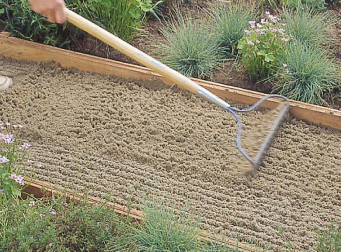 Насыпать песок.