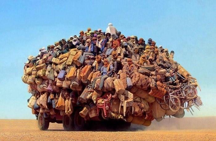 Перегруженный транспорт в разных станах мира.