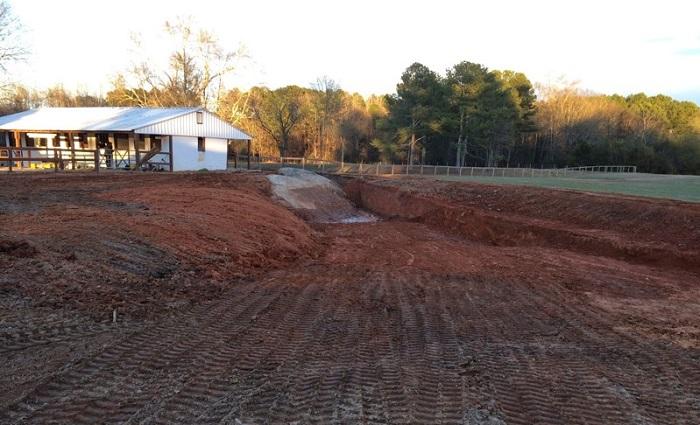 Соседи подумали, что он строит бассейн, но всё оказалось куда круче. | Фото: 4.404content.com.