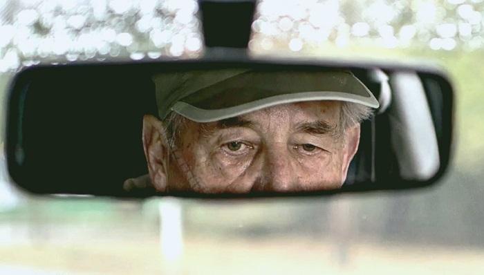 Пожилой водитель за рулем. | Фото: drive2.com.