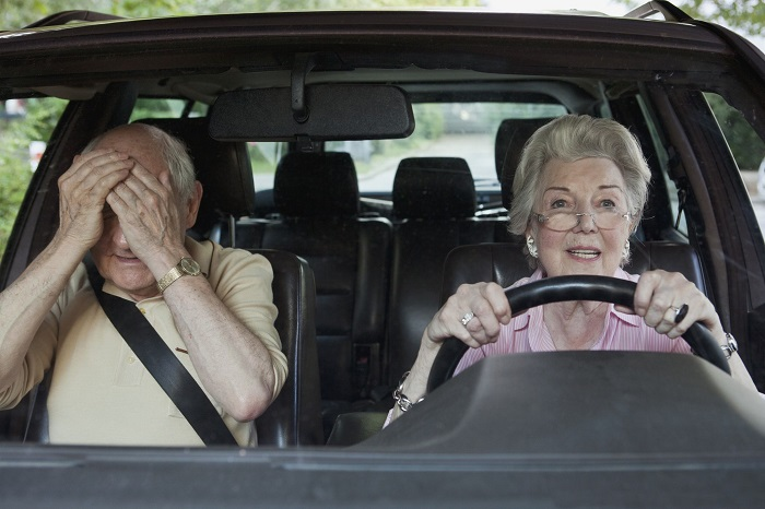 До какого возраста можно свободно водить машину в нашей стране. | Фото: thebalance.com.
