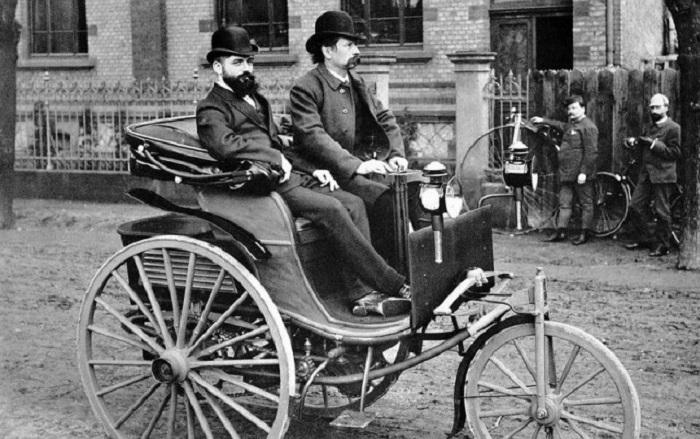 18 января 1886 года был выпущен первый автомобиль, изобретенный Карлом Бенцем.