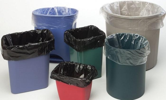 Свободно вынимающиеся из ведра мешки для мусора.