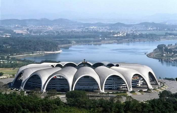 Форма постройки напоминает цветок магнолии. | Фото: sportskeeda.com.