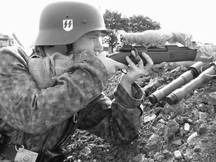 Немецкие снайперы времен Второй мировой войны использовали винтовку Маузера.