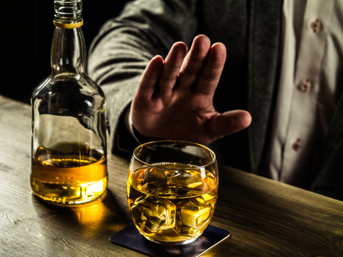 Клетки мозга погибают из-за алкоголя. | Фото: vokrugsveta.ua.