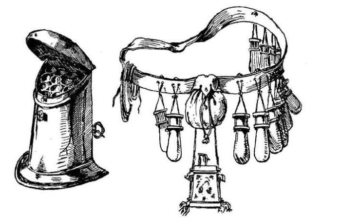 Солдатам сшили специальные мешочки, в которых они носили пули и заряды.