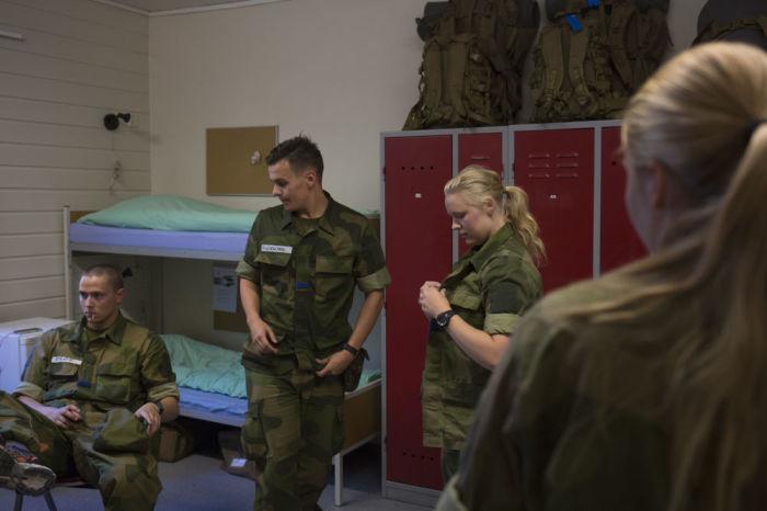 В норвежской армии мужчины и женщины спят в одних казармах. | Фото: yaaz.az.