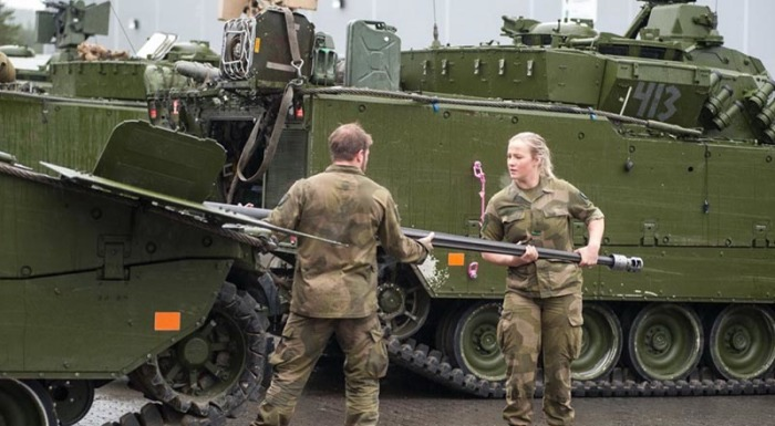 Почему в армии Норвегии мужчины и женщины не стесняются жить и спать в общих казармах. | Фото: moscow-airports.com.