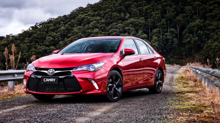 Toyota Camry - последнее поколение седана бизнес-класса.