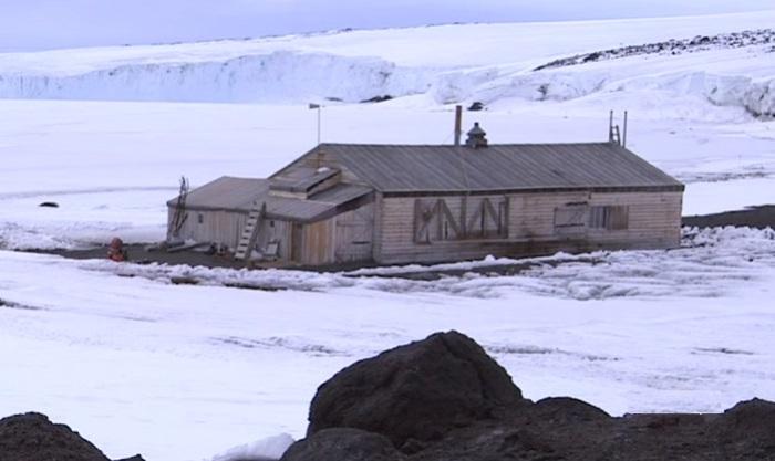 База полярников-первопроходцев в Антарктиде.
