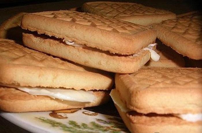 Печенье, с двух сторон намазанное маслом и соединенное между собой, намного лучше всякого сэндвича.