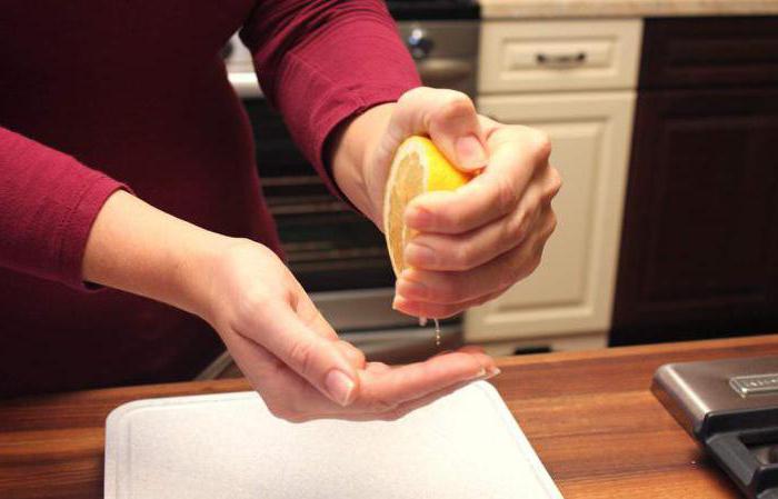 - Готовили рыбу, резали чеснок или лук, и на руках остался неприятный запах, не беда, лимон, уксус и лимонная кислота вам помогут избавиться от неприятного запаха.