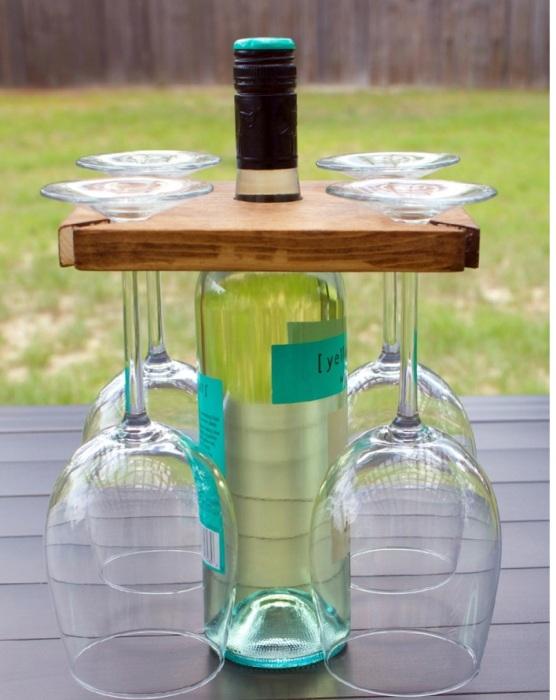 Подставка для вина и бокалов.