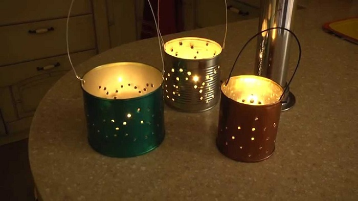 Самодельный подсвечник для свечей из жестяных банок.