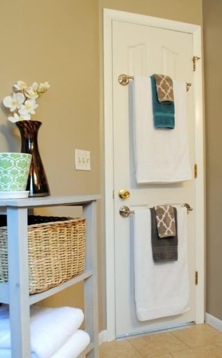 И для кухонных, и для банных полотенец  необходимо место, которого категорически не хватает. Тогда это решение вам придется по вкусу.