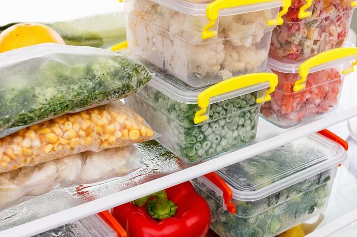 Экономьте работу процессора холодильника,за счет размораживания продуктов в холодильнике.