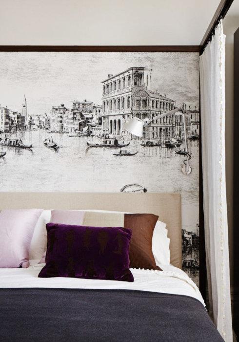 Приобретите в спальню новое постельное белье, и комната заиграет новыми красками. Не бойтесь ярких цветов.