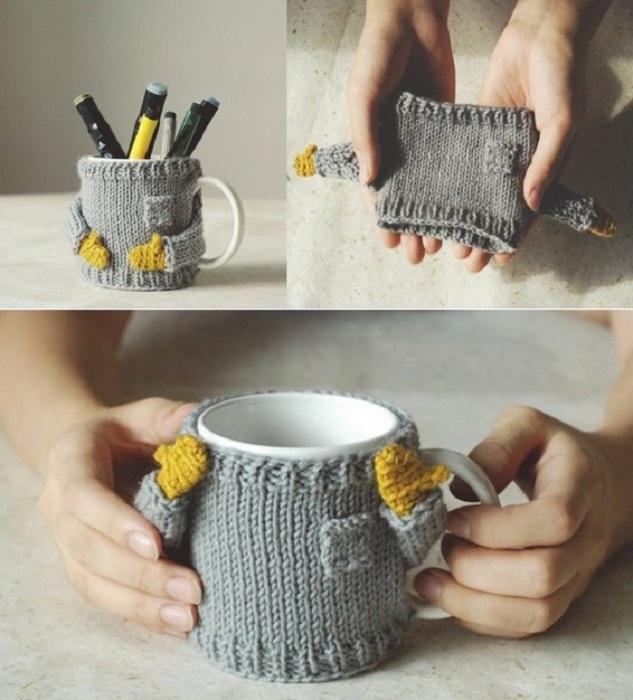 Связанное украшение для чашки своими руками придаст ей новый вид и хорошее решение  для необычного органайзера.