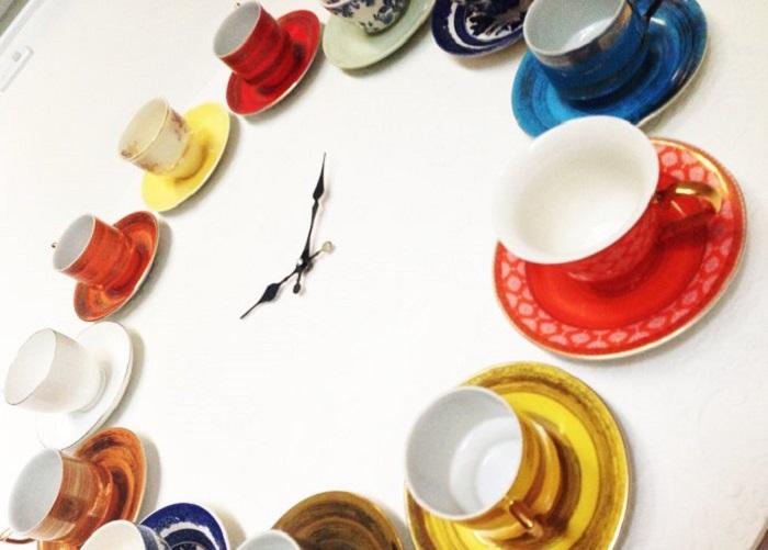Такие часы идеально подойдут для кухни, и в интерьере будут смотреться хорошо.