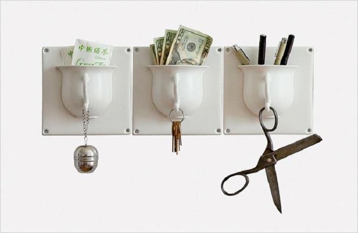 Удобный органайзер, сделанный своими руками из старых чашек для денег, ключей и т.п.