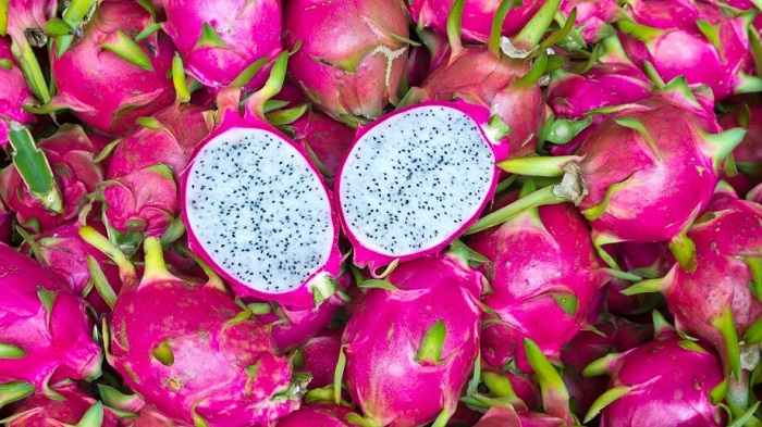 Этот фрукт богат витаминами и питательными веществами, однако при этом имеет очень низкую калорийность. Всего 50Ккал на 100 грамм мякоти.