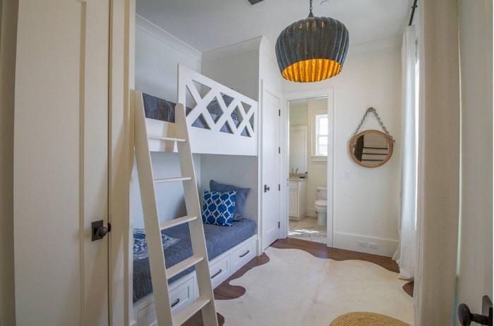 Отличный вариант если у вас узкая и маленькая комната.