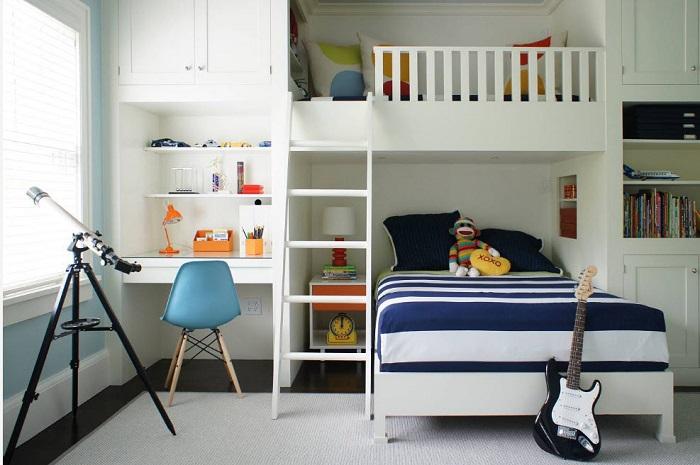 Внизу спальное место, а сверху удобное место для свободного время провождения.