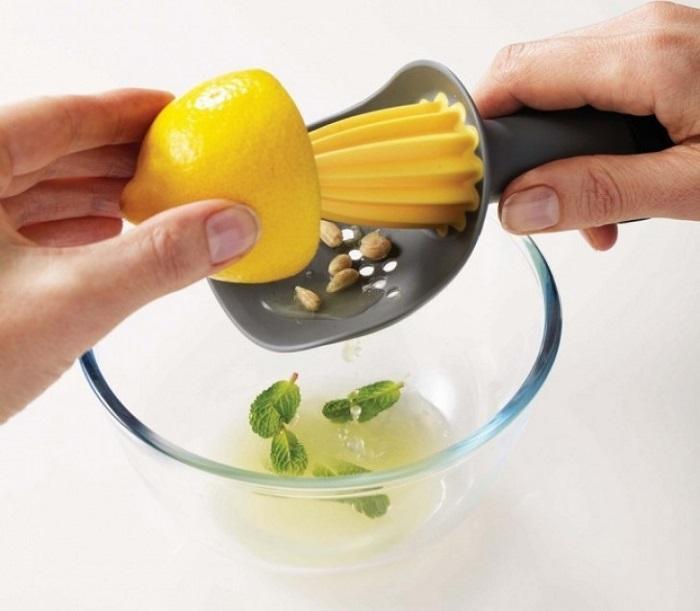 Пользуйтесь ручной соковыжималкой, без затрат электричества