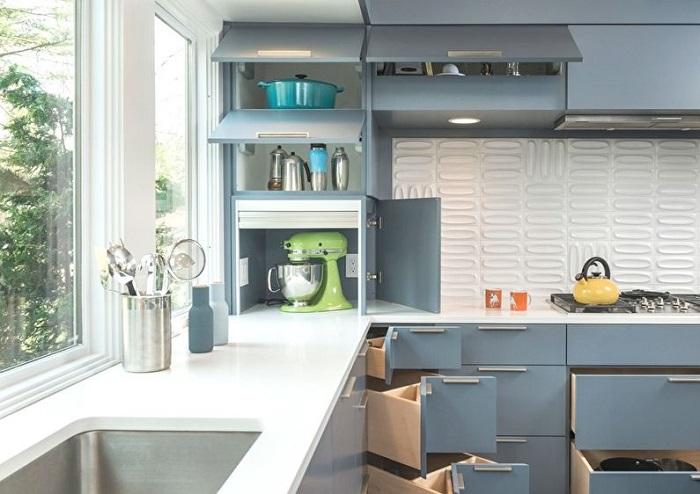Для использования каждого уголка кухни, будут удобны угловые ящики и шкафчики до потолка, которые вы сможете полностью заполнить.