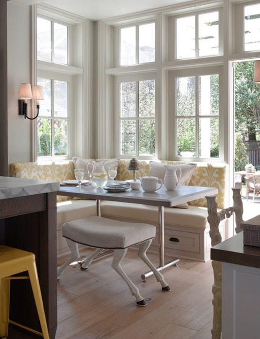 Для уютной кухни совсем неважно много у вас места или нет. Уютной ее можно сделать с помощью разных мелочей.