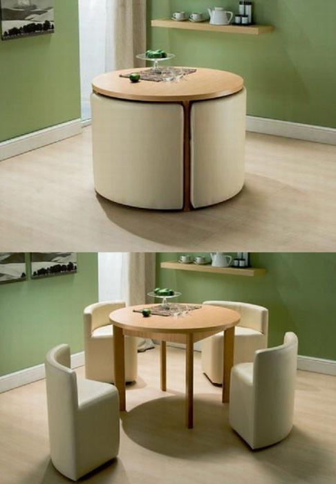 Круглый столик можно разместить в любой части дома или квартиры. Но это не только столик, здесь есть ещё и мягкие кресла. Удобный наборчик.