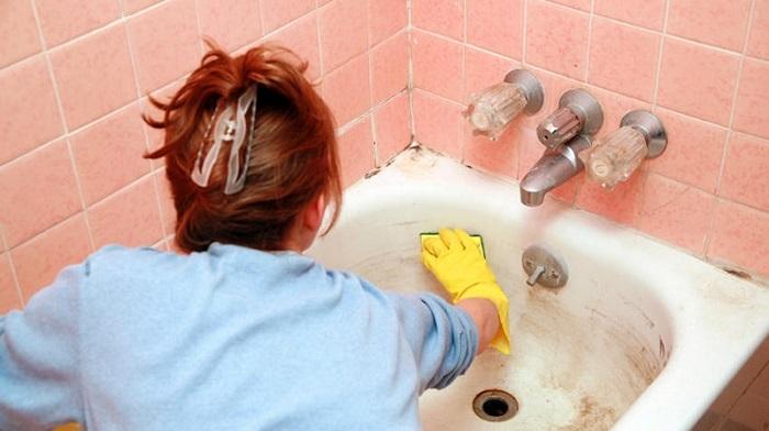Пена для бритья хорошо очищает металлическую поверхность.