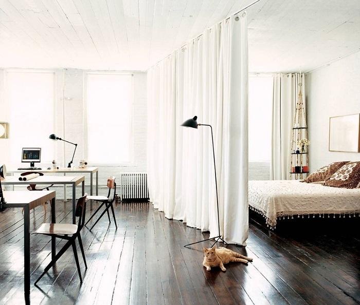Не бойтесь оформлять комнату в белый цвет, он не сильно практичен, но эффект не сравнится ни с каким другим цветом.