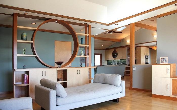 Эта перегородка отлично впишется в общий дизайн комнаты.