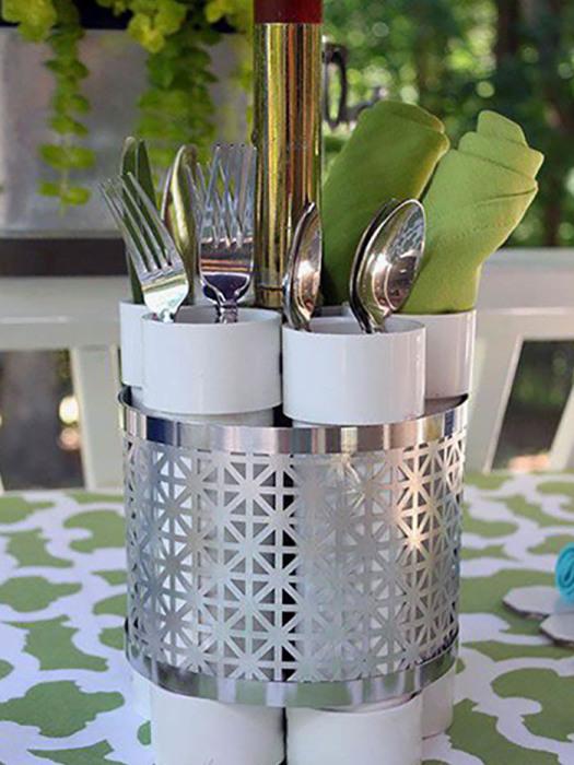 Потребуется всего лишь соединить трубы между собой и для лучшего декора красивым металлическим изделием.
