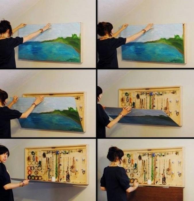 Украсьте свою стену обыкновенной картиной, но внутри картины можно хранить разные драгоценности.