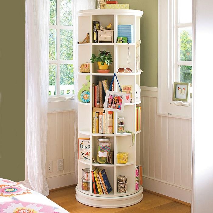 В комнате детишек обязательно надо выделять место для их личных книг.