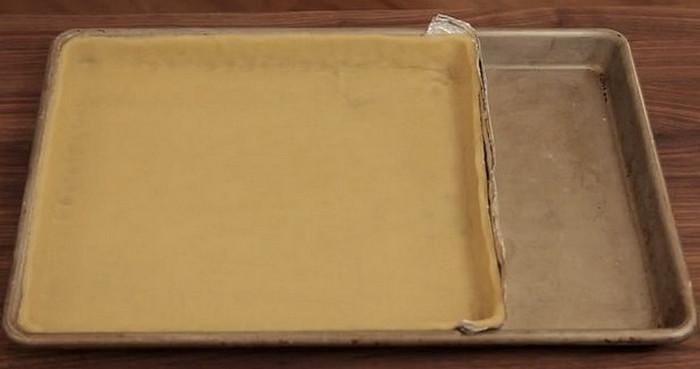 Бортик из фольги укоротит форму до нужных размеров.