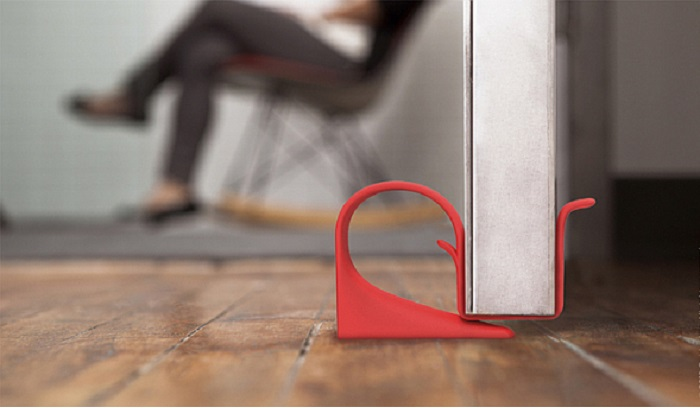 Такой блокиратор подойдет для любой ширины двери и впишется для любого дизайна.