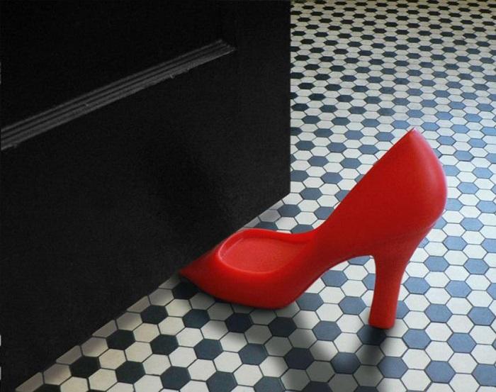 У женщин всё должно быть стильное, даже стоппер для двери.
