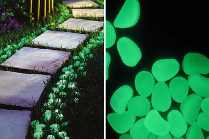 Идея для тех, кто любит прогуляться в темное время суток:  светящиеся камни вдоль дорожки помогут не упасть в темноте.