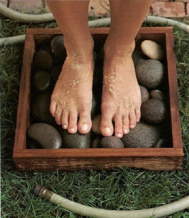 Привезенные камни с моря не будут лежать без дела.