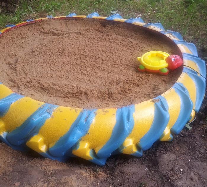 Экономный и практичный вариант для детской песочницы для дачи.