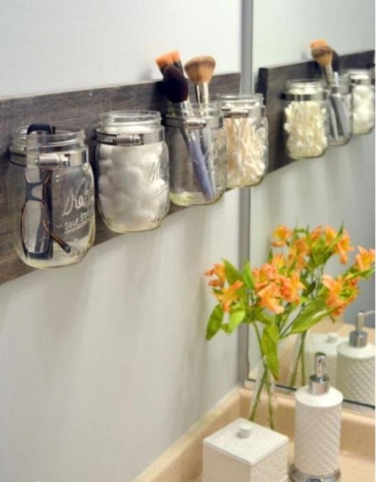 Такие баночки не только элемент для декора, но и возможность использования их для разных мелочей.