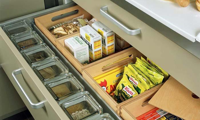 Этот ящик вместительный, очень удобный как для хранения приправ и специй.