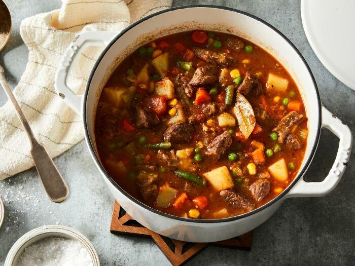 Вкуснейший суп с тушёнкой. \ Фото: google.com.