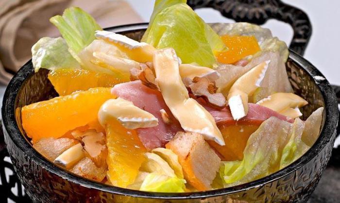 Такой салат подойдёт для тех, кто устал от однообразия приевшихся блюд.