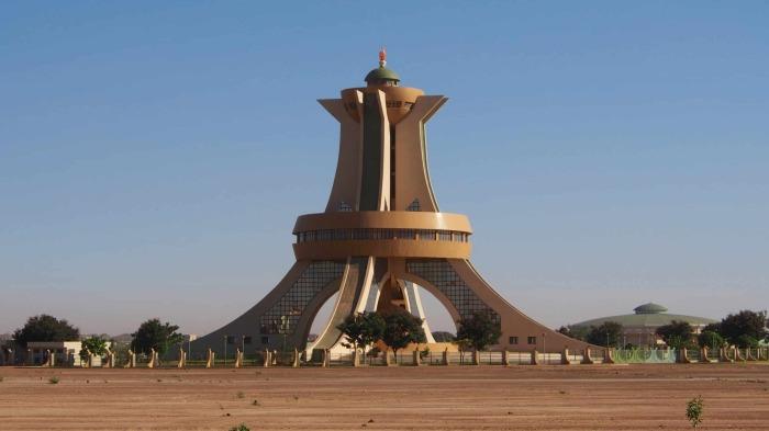Памятник мученикам, Алжир. \ Фото: pl.wikipedia.org.
